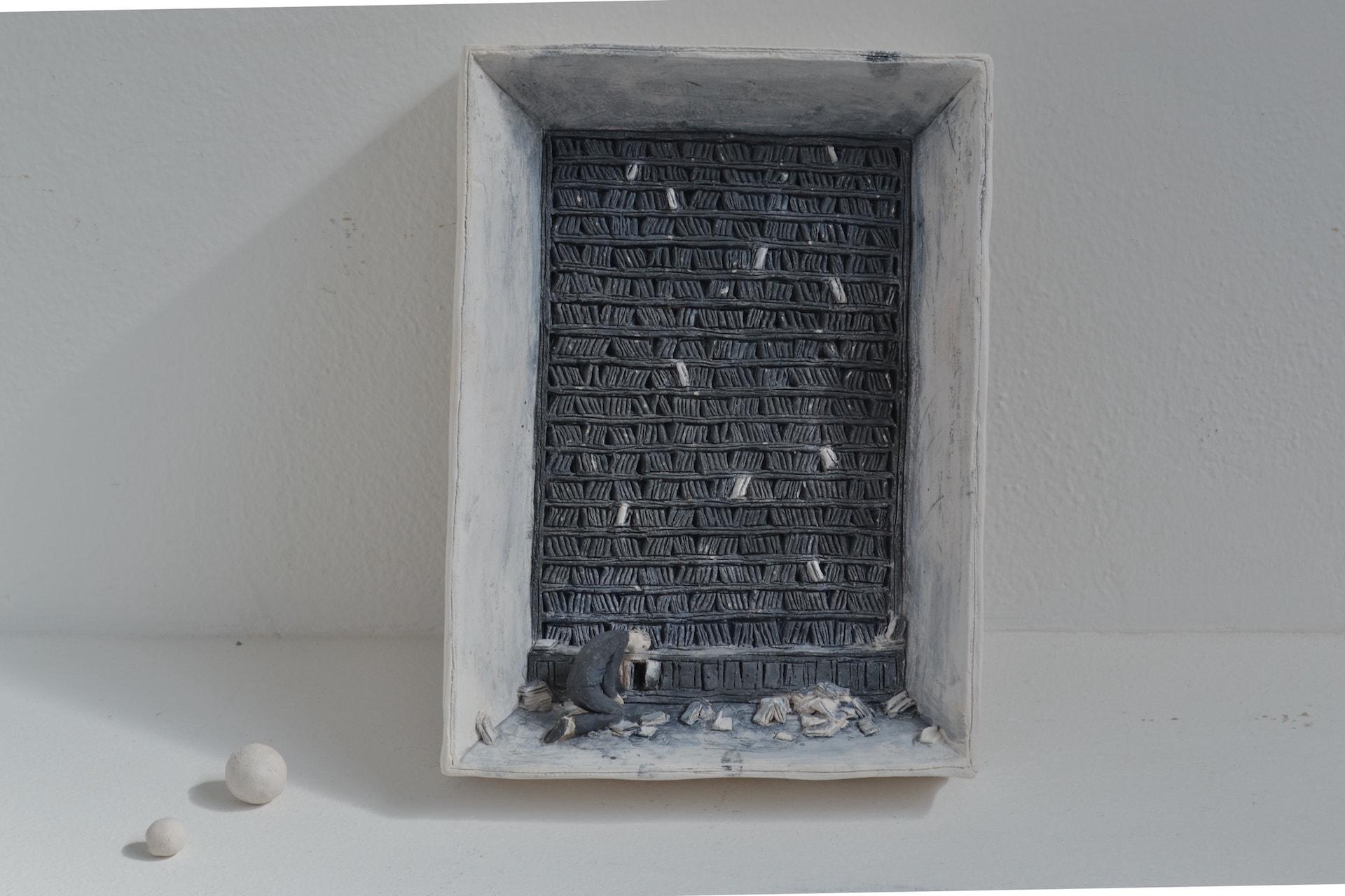 Inchiostro, 2018, terracotta a ingobbio, 5 x 20 x 27 cm