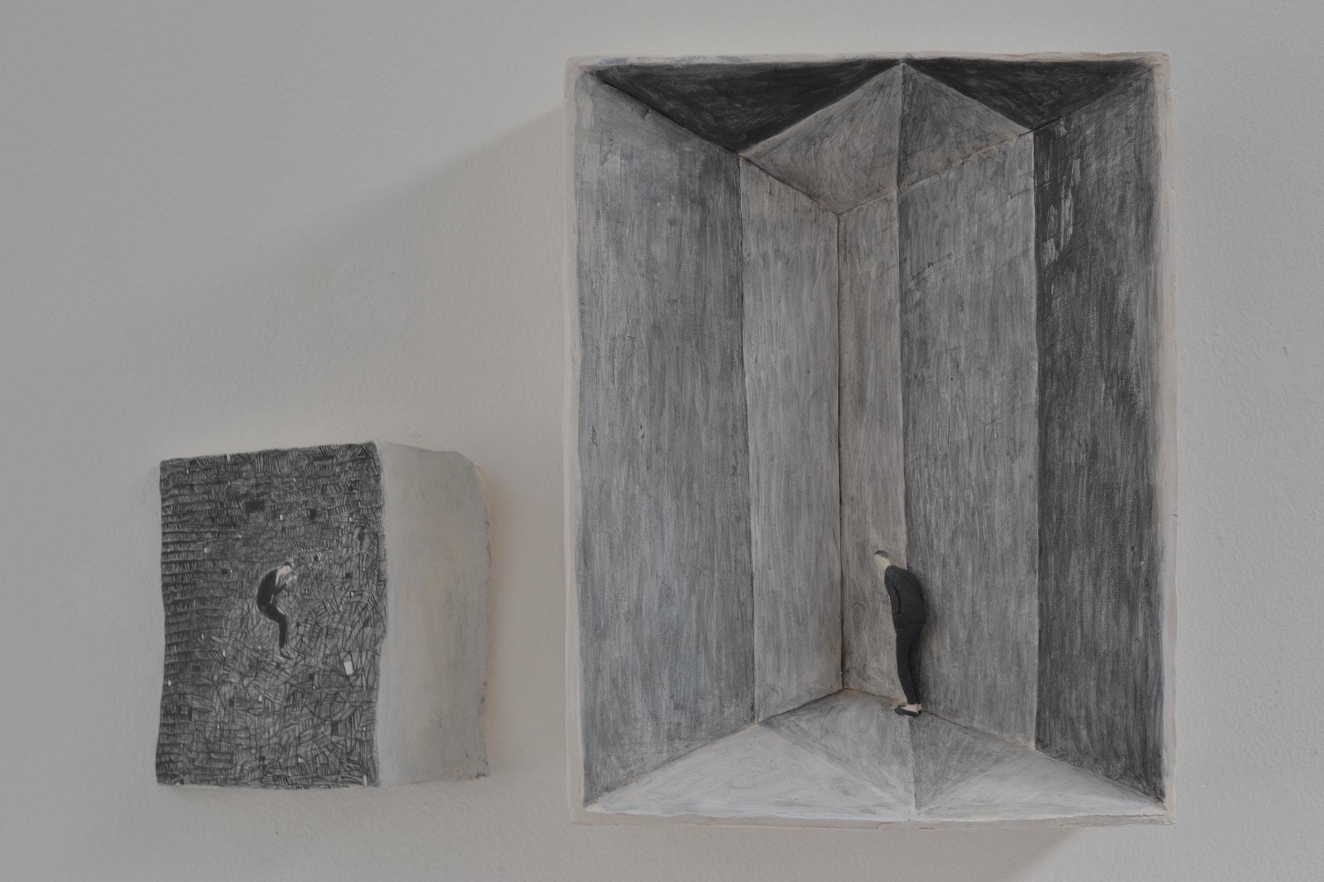 Vicolo cieco (installazione), 2018, terracotta a ingobbio, 64 x 47 x 13 cm